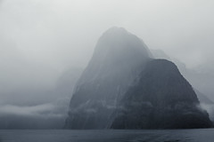 Milford Sound - New Zealand (Max Pa.) Tags: new zealand newzealand landscape canon 5d 2470mm neuseeland landschaft milford sound fjord fiordland nationalpark national park mountain mountains berge berg clouds wolken winter water