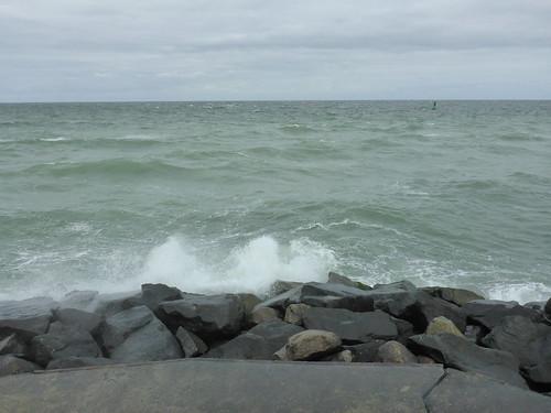hohe Wellen vor Warnemünde