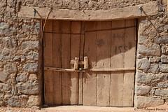Antique Door باب عتيق (Mohammed Almuzaini) Tags: قديم عتيق باب gate wood building old door antique