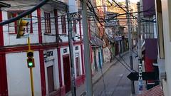 welches Kabel gehört zu wem ? (marionkaminski) Tags: peru südamerika southamerica puno titicacasee strase street häuser house gebäude panaconic lumix fz1000