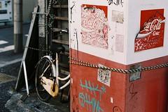 Moving (YUKIHAL) Tags: pentax sl auto revuenon 55mm f17 fuji c200 nega coke m42 fujifilm film street