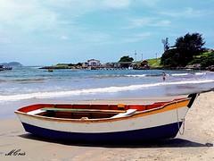 Praia da Armação, Florianópolis... MCris (MCrissssss) Tags: barco mar cores photo water natureza nature playa