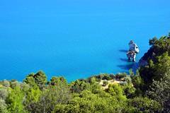 I faraglioni del Gargano (giorgiorodano46) Tags: giugno2017 june 2017 giorgiorodano nikon gargano puglia italy vieste mare sea adriatico faraglioni cliff coast macchiamediterranea
