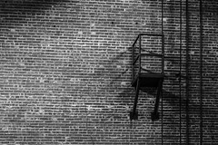 Imperial Sugar - Guard Platform 2 (Mabry Campbell) Tags: 2017 fortbendcounty houston imperialsugar mabrycampbell may sugarland texas usa blackandwhite dark decay decaying historic image industry interior ladder landmark monochrome moody old photo photograph platform security wall f56 may312017 20170531campbellh6a4327 100mm ¹⁄₁₀₀sec 3200 ef100mmf28lmacroisusm
