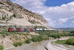 ATSF 568 West at Manuelito, NM (thechief500) Tags: atsf bnsf gallupsubdivision railroads atchisontopekaandsantafe santaferailway nm newmexico