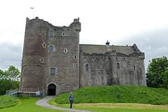 P1000078 - Doune Castle (marc_vie) Tags: schottland scotland doune castle chateau burg perthshire burghof