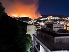 Incendio a Messina durante la notte (Marco Crupi Visual Artist) Tags: incendi incendio flame fuoco fire brucia messina messinese annunziata fuochi notte notturna fotografia sera blu