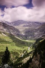 Valle de Ordesa desde la Senda de Los Cazadores. (Fotografias Unai Larraya) Tags: valledeordesa paisajes montaña lospirineos ngc río pinos