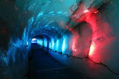 Grotte de Glace (morganelafond) Tags: chamonix montagne mountain mont mer glace merdeglace rouge bleu glacier lumière grotte alpes alps france europe chemin canon
