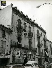 Ferreteria La Central (Santa Catalina, Palma) (Arxiu del So i de la Imatge de Mallorca) Tags: architecture edifici building artnouveau modernisme modernism modernismo santacatalina palma ferretería ferreteria hardwarestore