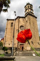 Rosa en la Iglesia de San Andrés - Eibar (Hanzo STD) Tags: sonyalphaa550 a550 euskadi basquecountry eibar iglesia church edificios buildings flower rose flores rosas rojo red
