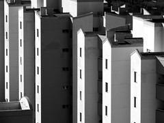 13 (sullmarc) Tags: nikon coolpix digital monochromatic bw pb black blackwhite building architecture f47 iso80 80