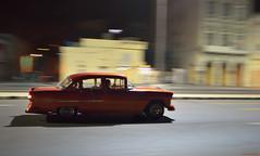 Havana night. (Carlos Arriero) Tags: lahabana cuba malecón oldcar cocheantiguo carlosarriero vehículo car coche nikon tamron 35mmf18 street urban calle ciudad city centroamérica cubacar d800e f28