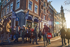 Prinsengracht Tourists, Amsterdam, 2014 (pmhudepo) Tags: amsterdam leliegracht prinsengracht tourists bicycle morninglight street straatfotografie nikonai2428