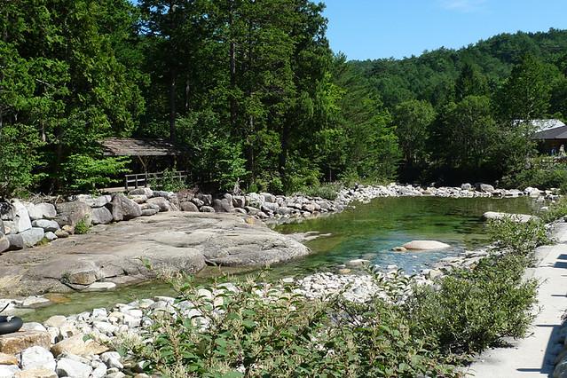 川遊びするには最高の透明度 ただ水温低めなので短時間がおススメ(笑) |赤沢森林資料館