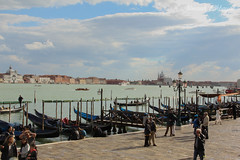 Venice Blue Boat (Nourah.A.Edhbayah (Super Flower♥إظبيه)) Tags: venice blue boat q8 kuwait italy nourah abdullah edhbayah نوره عبدالله اظبيه الكويت ايطاليا فينيس