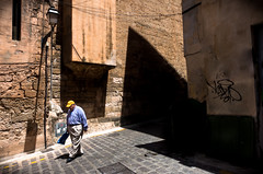 yellow cap (/ urban.fishing /) Tags: street human shadow lines diagonale composition graphic humaningeometry