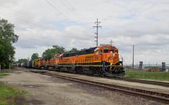 BNSF 2576 West (BSTPWRAIL) Tags: bnsf burlington northern santa fe railroad railway rail road way gp393 gp382 b408w locomotive locomotives manifest mixed freight train peoria illinois