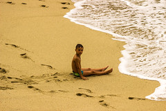 al mare !! (paolotrapella) Tags: mare spiaggia bambino sole acqua sale pov punto di vista pdr sea beach baby water splits splash