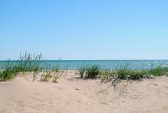 Shore of Lake Michigan, Racine Wisconsin (Cragin Spring) Tags: midwest unitedstates usa unitedstatesofamerica wisconsin wi lakemichigan lake horizon greatlakes beach sand racine racinewi racinewisconsin water sky