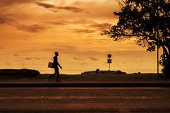 Desconocido (johanvalenzuela) Tags: colombia cartagena mar atardecer sunset sun playa people city streetview cartagenadeindias vendedor hombre color raza