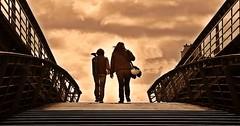 Mother & son (Ceci Newton) Tags: sports deportes madreehijo escalera stirs paris puente