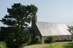 Chapelle du Yaudet (bpmm) Tags: bretagne cotesdarmor leyaudet arbres ardoise chapelle toit