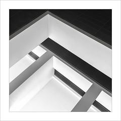 Eixe tímid racó X / That shy corner X (ximo rosell) Tags: ximorosell bn blackandwhite blancoynegro bw buildings arquitectura architecture abstract abstracció valencia llum luz light squares nikon d750 detall