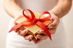 تعرف على طرق تقديم الهدايا (nabafive) Tags: حلوياتشامية صحةوجمال عملمعمولبالفسقالحلبي عيدسعيد منوعات موعدصلاةالعيد هدية