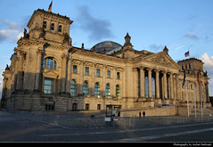 Reichstag, Berlin, Germany (JH_1982) Tags: reichstag reichstagsgebäude platz republik bundestag palais edificio palazzo palácio 德國國會大廈 国会議事堂 국가의회 의사당 рейхстаг deutsches deutschen bundestages parlament german parliament government regierung regierungsgebäude landmark building gebäude paul wallot norman foster berlin berlín berlino berlim berlijn 柏林 ベルリン 베를린 берлин germany deutschland allemagne alemania germania 德国 ドイツ германия