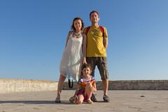 Ritratto di famiglia per turisti low cost (Angelo M™) Tags: turisti tourists salento gallipoli selfie family lungomare me