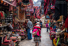 Perusing Pisac (Dwood Photography) Tags: perusing pisac perusingpisac peru 2017 dwoodphotography dwoodphotographycom people mother daughter garments touristy pink
