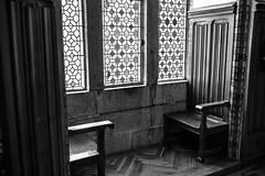 sillas palacio de gaudi, Astorga, León (phooneenix) Tags: silla palacio haudi astorga león blackandwhite blancoynegro