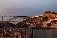 Heure bleue à Porto // Blue hour in Porto (~Laurence~) Tags: portugal porto douro quai fleuve nuit eau lumières architecture pont voyage canon 70d