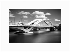 Pont Raymond-Barre #2 (Guillaume et Anne) Tags: lyon rhône quai pont raymond barre france canon 6d 35mmf2is 35mmf2 35 35mm ef35 f2 noiretblanc bw filtre nd110 nd1000 poselongue longexposure