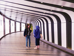 The St Pancras Tunnel (Steve Taylor (Photography)) Tags: stpancras tunnel curve bend architecture art design black blue white brown woman lady women uk england london glow lines perspective station underground