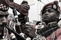 Bagpipe tuning (Ramireziblog) Tags: bagpipe tuning doedelzak stemmen crew bemanning shabab oman ii sail den helder 2017 portrait portret candid street canon 6d attire klederdracht