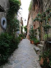 Ramatuelle / Ruelle du vieux village (Charles.Louis) Tags: paca provence var village patrimoine histoire pierre