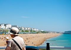 Summer in Brighton - England (Sandrine Vivès-Rotger photography) Tags: enland angleterre brighton summer ete ponton pier icecream glasse sky blue beach plage people streetphotography woman hat chapeau moment