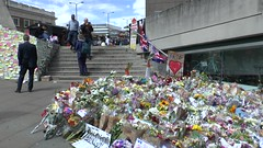 London Tribute HD (ChiralJon) Tags: incident flowers sympathy london colourful public 倫敦 伦敦 лондон londra londres ロンドン 런던 bridge terror attack laying messages murial hd video fleurs blumen flores tribute aanval новости nachrichten haber aktualności