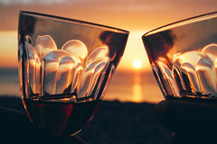 Cheers! It has been a great day ... (macplatti) Tags: cheers sante sundown sunset sonnenuntergang etretat redwine bordeau glass normandy france fra red rotwein lazy evening goodtime chill chilling chillen