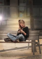 """Univers Universel ... ( P-A) Tags: 5 étoiles personne fille ado téléphoneintelligent urbain seule isolée univers silencieux aixenpceplacevendôme touriste visiteurs vacances mode style phénomène photos simpa© """"nikonflickraward"""" voyageursdumonde"""