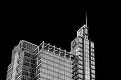Boeing Corporate Offices. (Gimo Nasiff) Tags: gimo nasiff photographer photography chicago illinois boeing corporte offices 22 riverside north monochrome building architecture arquitectura arkitectur arquitettura nikkor nikkorh 85mm mitakon zhongyi focal reducer nikkorh85mmf18 manual lens aeronautinc ingeniering highrise 100