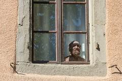 Attente (waiting) (Larch) Tags: fenêtre window sculpture ombre shadow reflet reflection attente waiting potier tête head nernier hautesavoie france jmarchand jacquesmarchand inexplore
