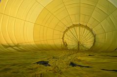 Vol en montgolfière : préparatifs au petit matin (CpaKmoi) Tags: france vexin montgolfière ruby3