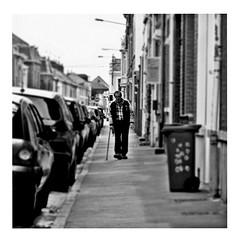 walk on (japanese forms) Tags: ©japaneseforms2017 ボケ ボケ味 モノクロ 日本フォーム 黒と白 bw blackwhite blackandwhite blancoynegro bokeh candid monochrome neilyoung random schwarzweis square squareformat strasenfotografie straatfotografie streetphotography vlaanderen walkon zwartwit