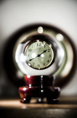 crystal ball time (Stokeparker) Tags: crystalball clock bokeh blur speedlight