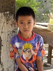 handsome boy wearing colorful shirt (the foreign photographer - ฝรั่งถ่) Tags: handsome boy colorful shirt food ship post khlong thanon portraits bangkhen bangkok thailand nikon d3200