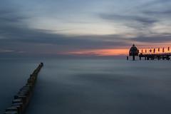 Morgenstimmung an der Ostsee (tleesch) Tags: buhne deutschland mecklenburgvorpommern meer orte ostsee sonnenaufgang wolken zingst de
