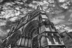 """Catedral de Cuenca.- Cathedral of Cuenca. (frankolayag) Tags: catedrales gotico blancoynegro frankolaya """"nikonflickraward"""" nikond5300 cuenca españa nubes monumentos arquitectura monocromo cielo"""